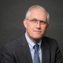 Hubert de Fremont avocat associe departement entreprises en difficulte simon associes web 217x217 - Les associés